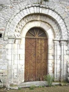 portail roman eglise de saint-pierre-eglise